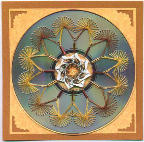 Нитяная графика (изонить (изображение нитью), ниточный дизайн) — графическое изображение, выполненное нитками на любом твёрдом основании. Пример готовой работы 6
